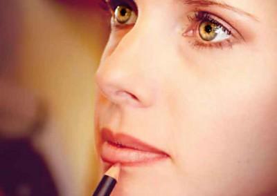 maquillage-des-levres-de-la-mariée