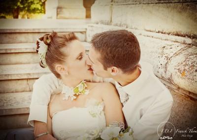 mariage-couple-dans-l-escalier
