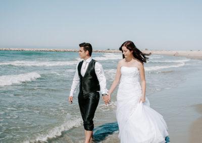 jeunes maries se promene