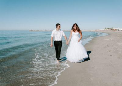 le marié les pieds dans l'eau
