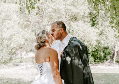 mariées qui s'embrasses